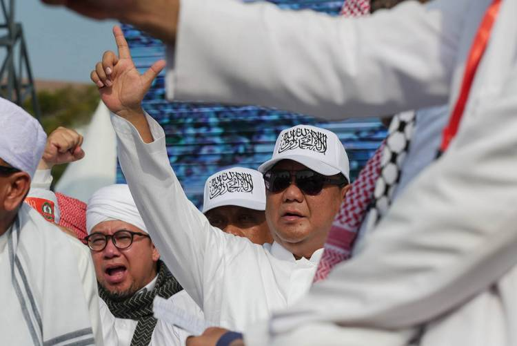Indonesian radicals: Speak loudly but carry a small stick